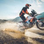 Nya vassa off-roadhojar KTM 890 Adventure R RALLY OCH KTM 890 Adventure R