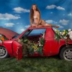 Beyonce poserar på en Porsche 914