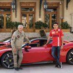 Charles Leclerc kör en Ferrari SF90 Stradale i ett tomt Monaco