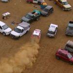 Dramatik när Kris Meeke irrar runt på parkeringen i World Rally Championship