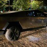 Elon Musk testar Cybertruck i LA