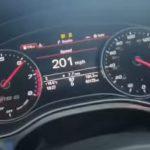 Förare maxar sin Audi RS6 i 325 km/h på engelsk motorväg