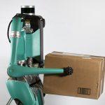 Framtidens bud – självkörande bilar med robotar som levererar