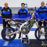 Glenn Coldenhoff visar upp sin nya Yamaha