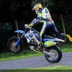 MotoGP förarna kör med Supermoto-teknik