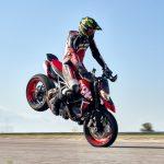 Snygg Ducati Hypermotard 950 RVE på väg