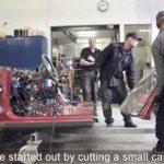 Kolla in släpvagnen som drar en VW Passat i 70 kilometer i timmen