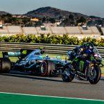 Valentino Rossi som F1 förare och Lewis Hamilton som MotoGP förare